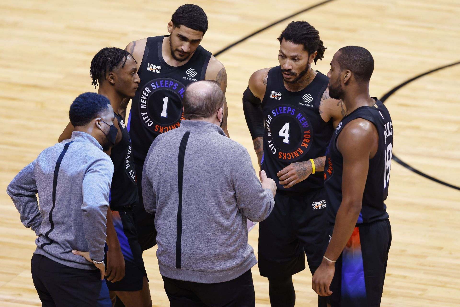 Tom Thibodeau calls Derrick Rose and the New York Knicks to a huddle in a game against the Chicago Bulls