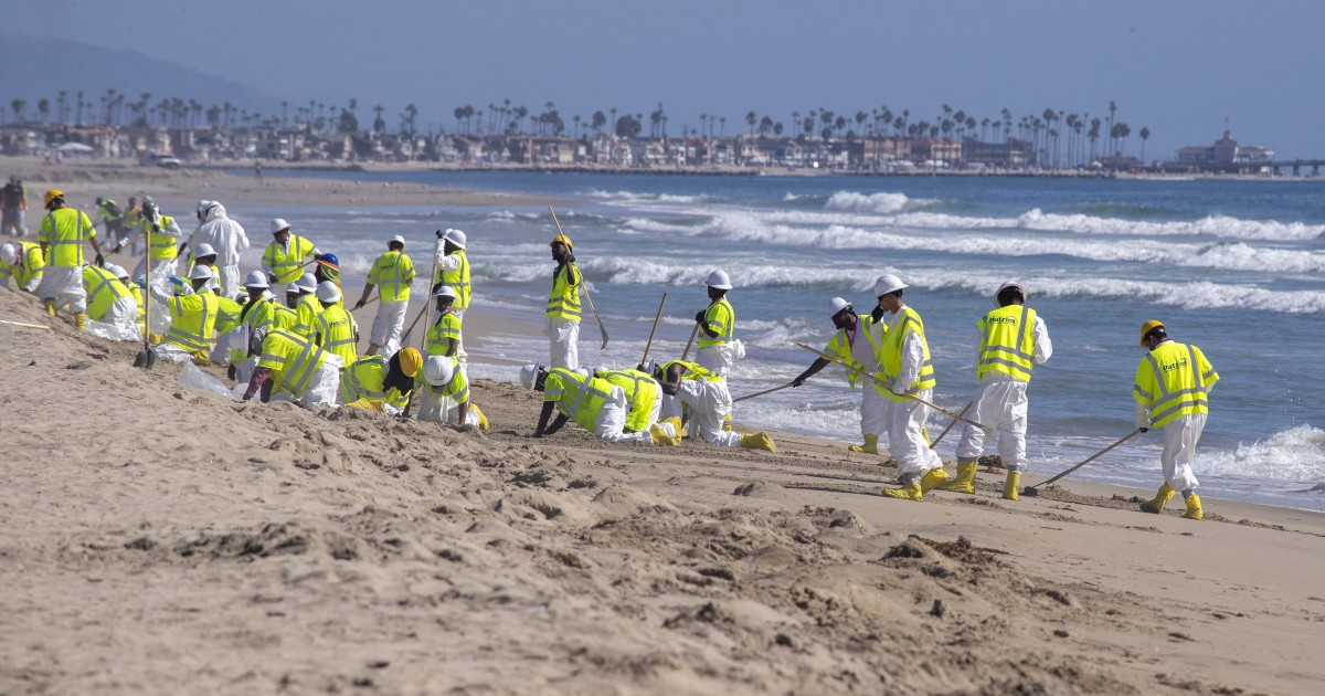 Huntington beaches reopen after California oil spill