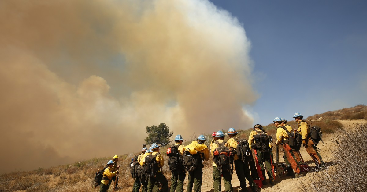 Strong winds in California mean risk of fire, power shutoffs