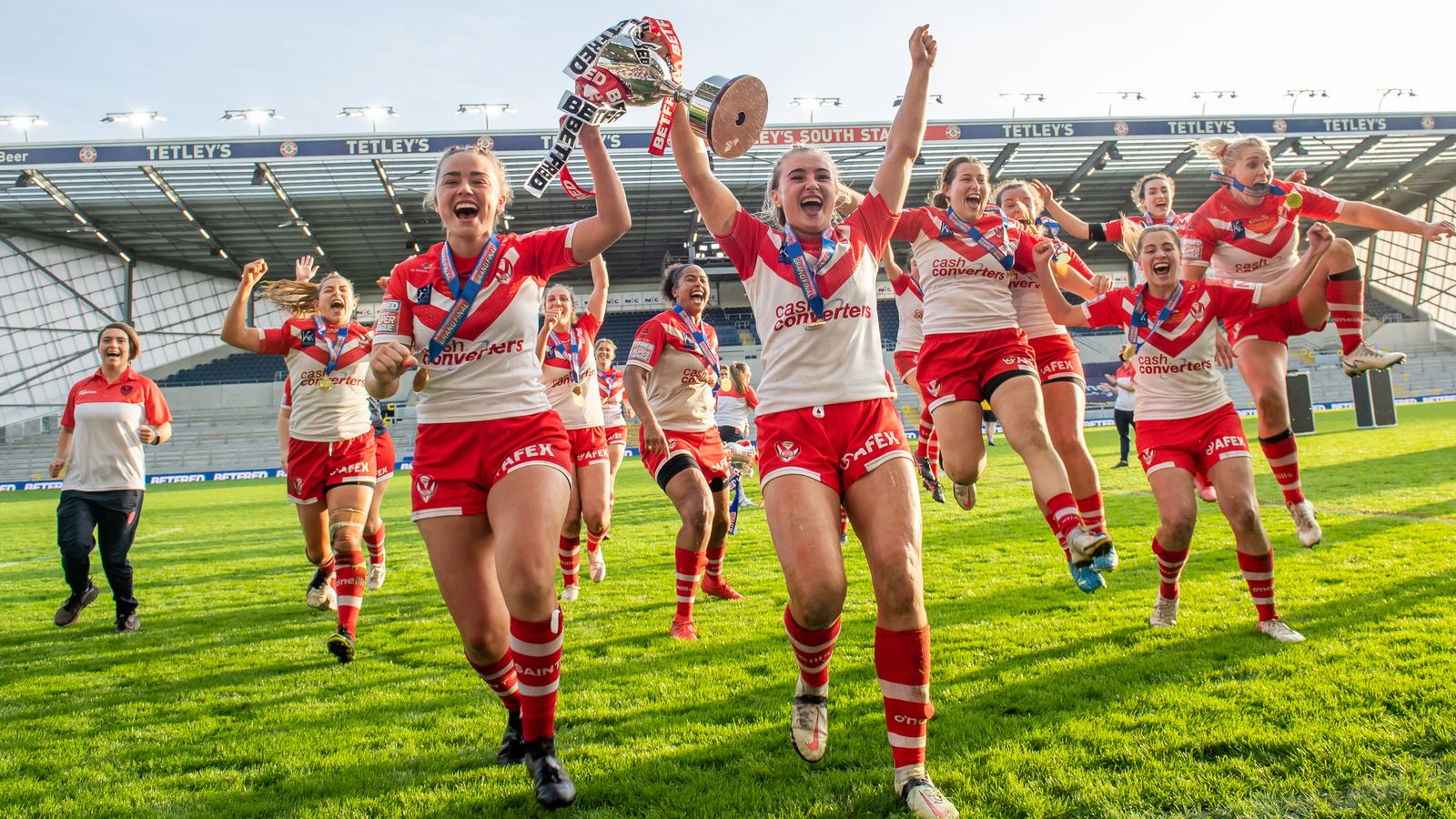 Women's Super League: Treble winners and record crowd for Grand Final highlight competition's rise | Rugby League News